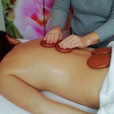 massage douceur aux pierres d'argile chaudes